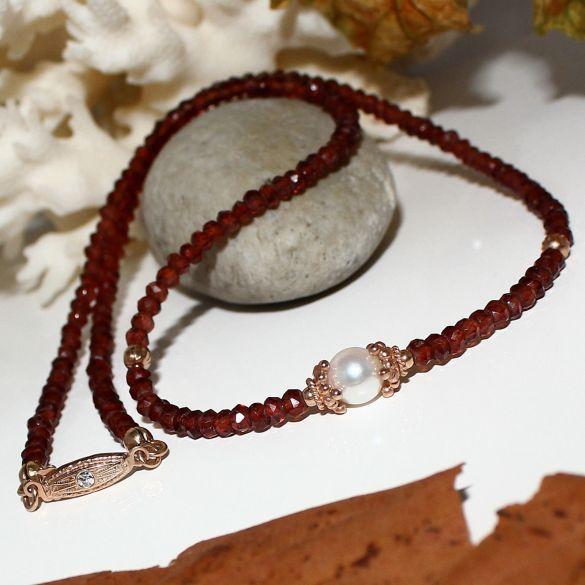 Unikatowa biżuteria - naszyjnik z granatu i perły Akoya 1