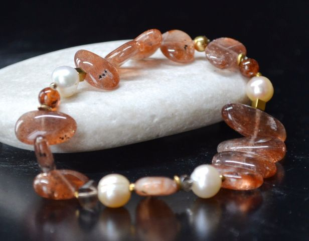 bransoletka z kamieniem słonecznym, perłami i kwarcem dymnym 1