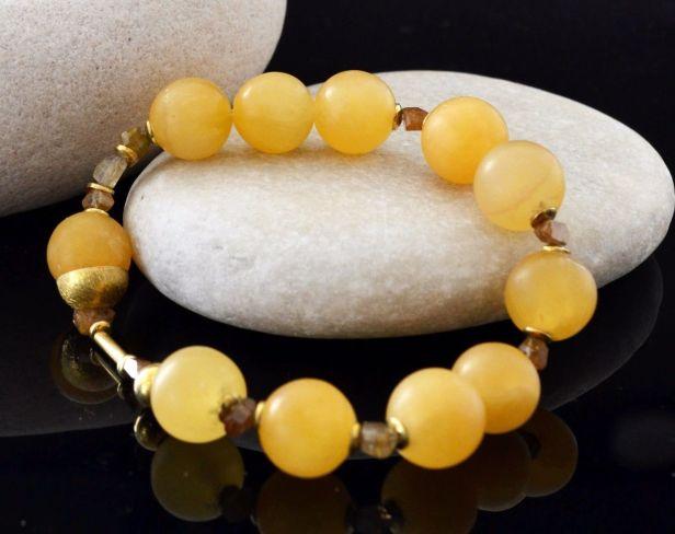 Bransoletka z pomarańczowego kalcytu, z żółtym szafirem 1